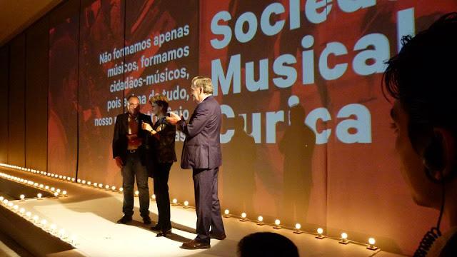 http://www.blogdofelipeandrade.com.br/2015/11/reconhecimento-curica-foi-agraciada-com.html