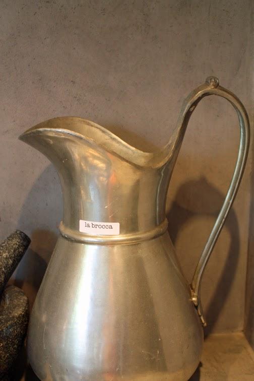 Etichetta/label: Nella cucina… La brocca— pitcher, www.viaoptimae.com