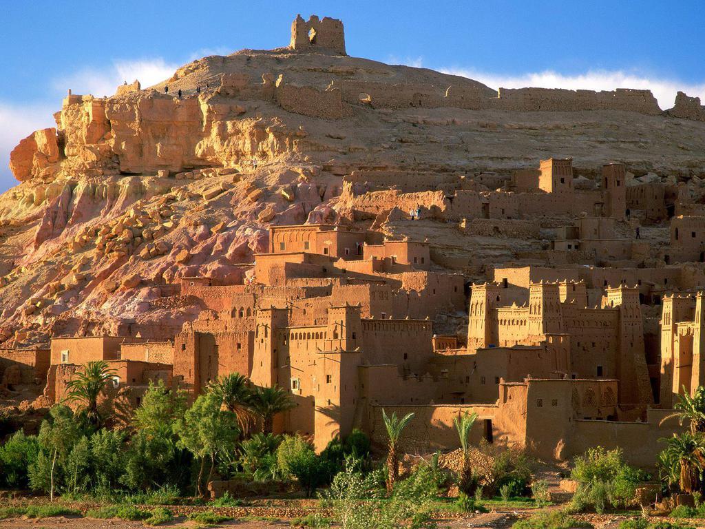 http://1.bp.blogspot.com/-xJ_TE_-fRbk/T0sU0F0r7iI/AAAAAAAAAcE/yTEkdC4IT3c/s1600/Kasbah_Ruins_Ait_Benhaddou_Morocco_Wallpaper_myydx.jpg