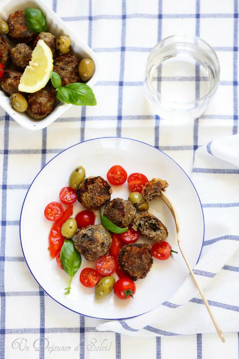 Boulettes (polpette) de viande aux aubergines et aux olives