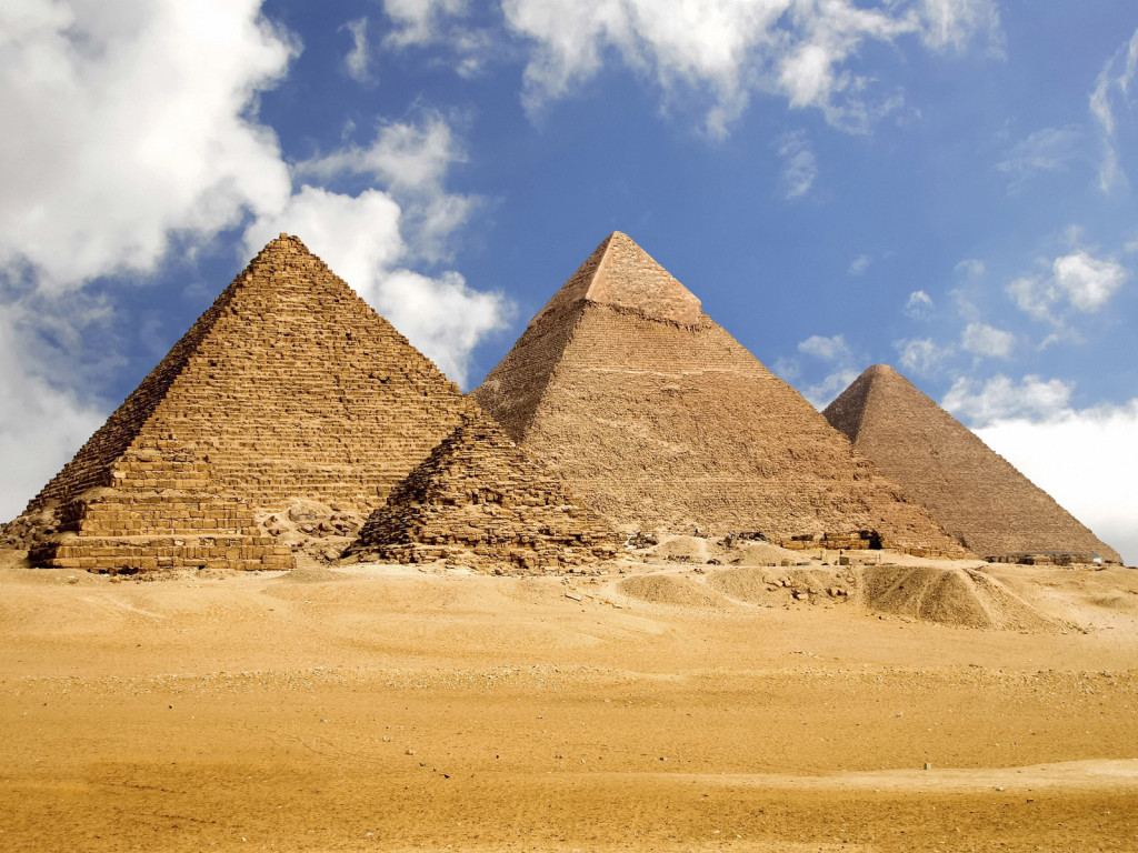 Picturespool egypt pyramids photos world wonders for Home wallpaper egypt