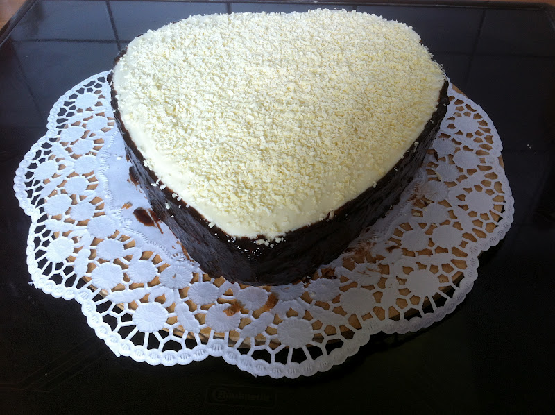 kuchenwahnsinn wei e mousse au chocolat torte. Black Bedroom Furniture Sets. Home Design Ideas