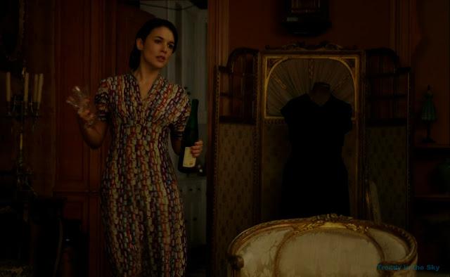 Sira Quiroga vestido estampado. El tiempo entre costuras. Capítulo 5.