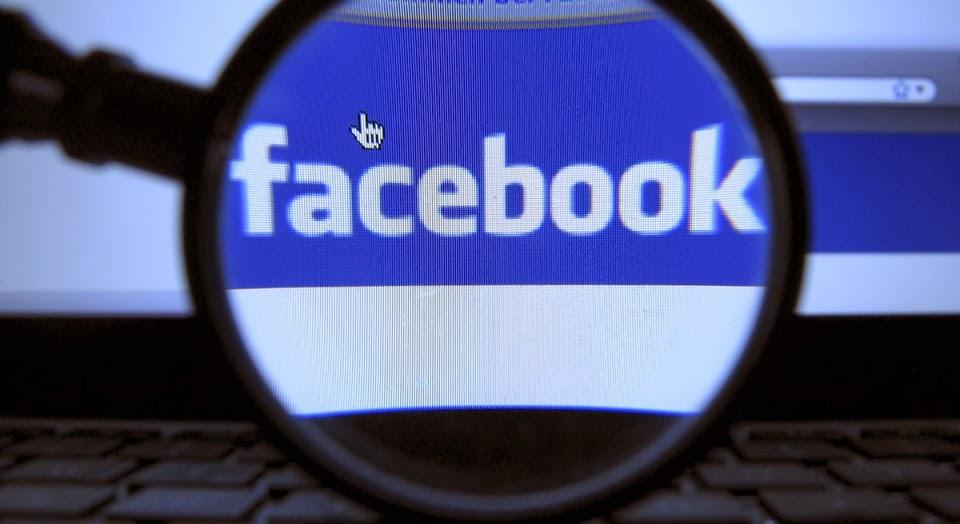 Hace 10 años, cuando Facebook apareció en el ciberespacio, no imaginábamos todas las implicaciones que esta red social tendría en nuestra vida diaria y amorosa. Comencé a usarlo por ahí de 2006. No me gustaba, la interfaz me parecía poco clara, prefería el ahora embalsamado MySpace. Ya entonces las redes sociales hacían lo suyo en materia de relaciones. Pertenecemos a la generación que conoce a sus parejas por medio de Twitter y Facebook, o jugando Apalabrados (sé de algunos casos). «¿Quién ya empezó a ligar por LinkedIn?», preguntó alguien en Twitter una vez. El mecanismo ya no sorprende a nadie.