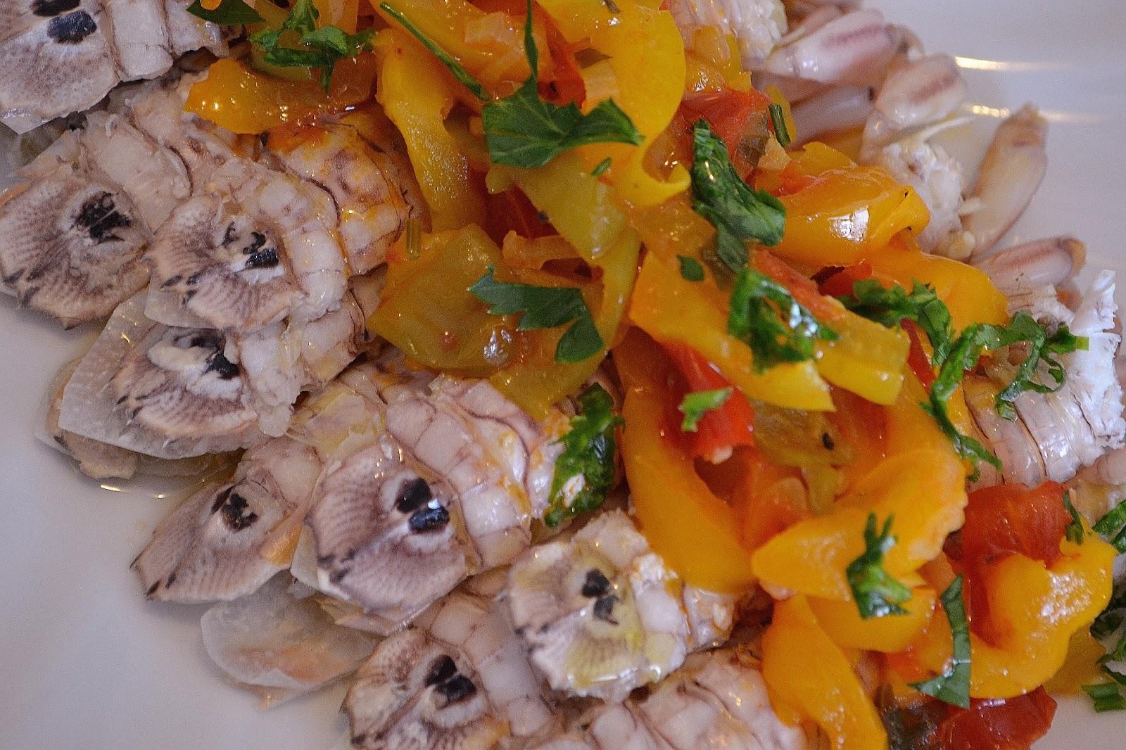 ricetta tipica delle marche canocchie con la peperonata