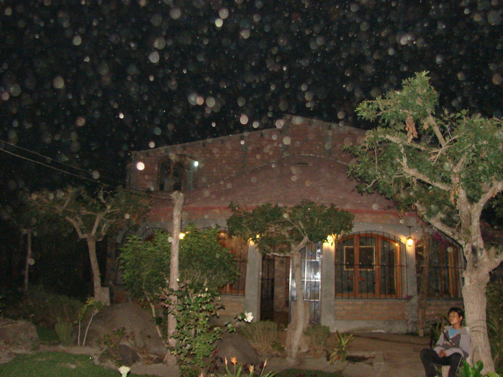 URGENTE-24-marzo-25-26-27...2011  ovnis saliendo,de la LUNA SEC ESPECTACULAR  -Huacho-hoy 2:33 am
