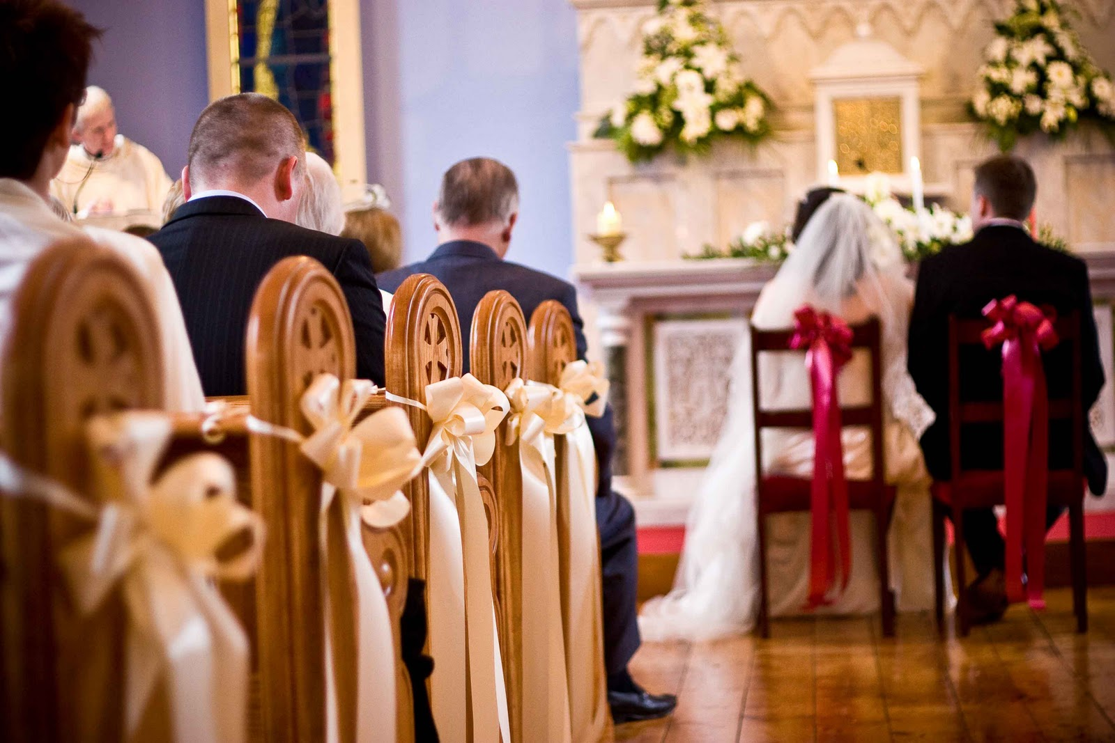 Dream Wedding For You: Decorating Church Pews For Weddings