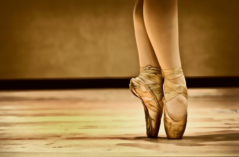 <<<<En puntas y a volar>>>> - Página 12 Bailarina-ballet-pies-dorado