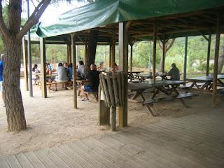 Mesas junto ao Bar da Praia