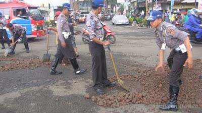 SEJUMLAH polisi lalu lintas Polres Sumedang