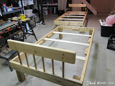 Assembled Wood Bed Make
