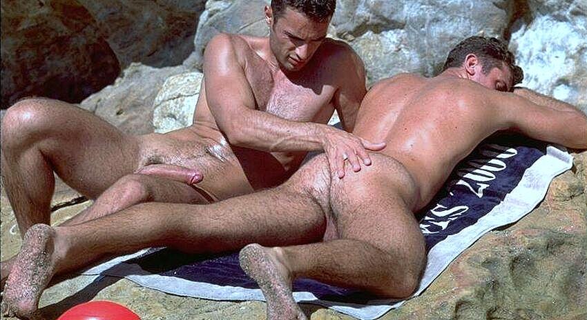 Видео Порно Геи Мужики На Пляже