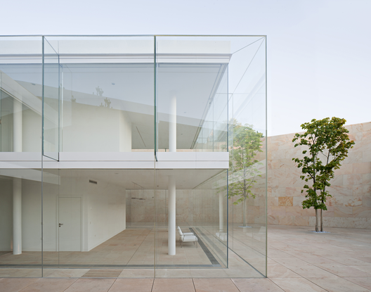 Oficinas zamora caja de vidrio arq luz y espacio - Arquitectos en zamora ...