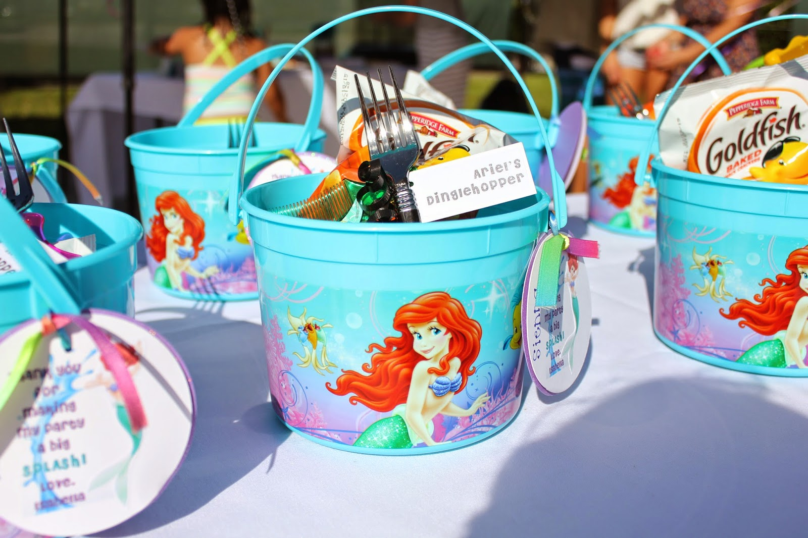 Entertaining little mermaid inspired party viva fashion for Ariel decoration party