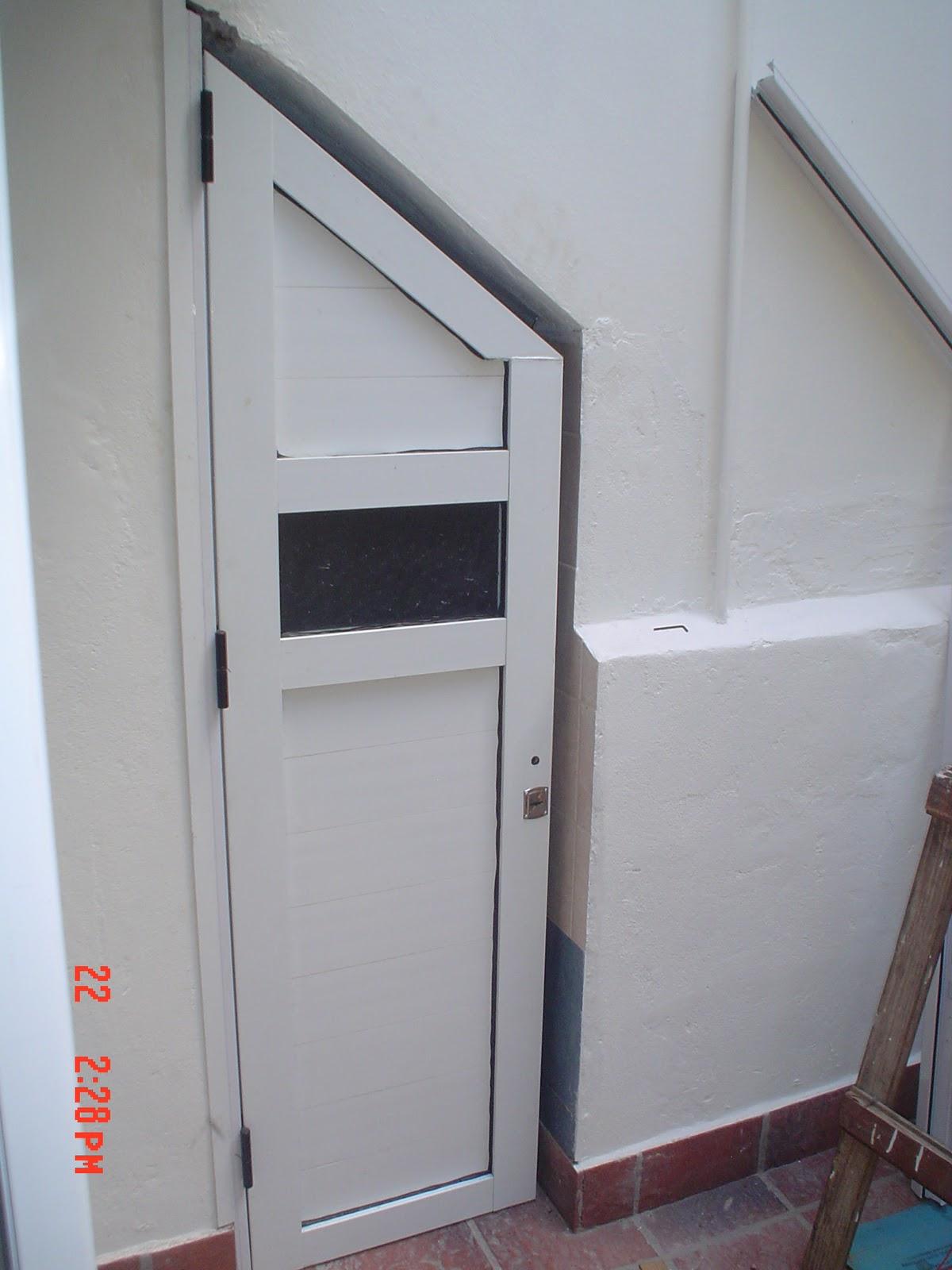 Conval srl facebook conval srl puerta de - Puertas de escalera ...