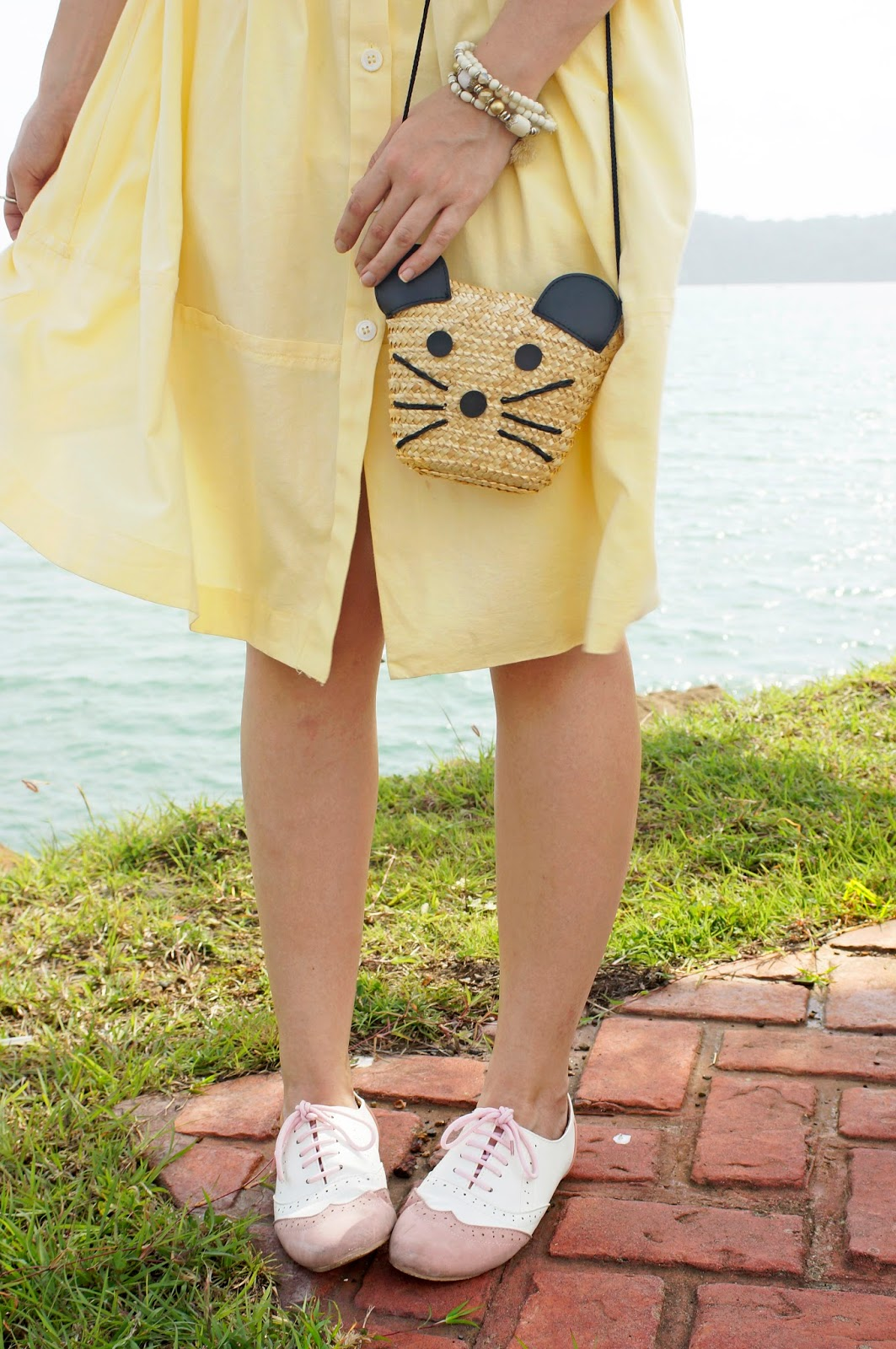 Loving these cute pink oxfords and mouse bag! Adorable!