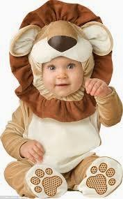 bayi memakai kostum singa