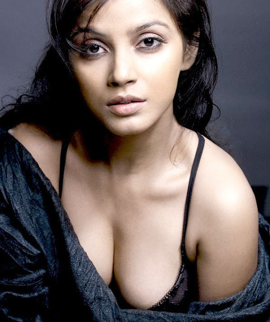 Neetu Chandra Hot Cleavages Photos
