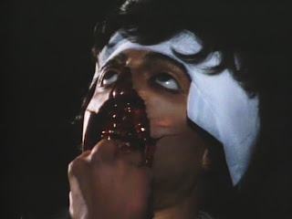 Gore face lifting in Creature (1985)