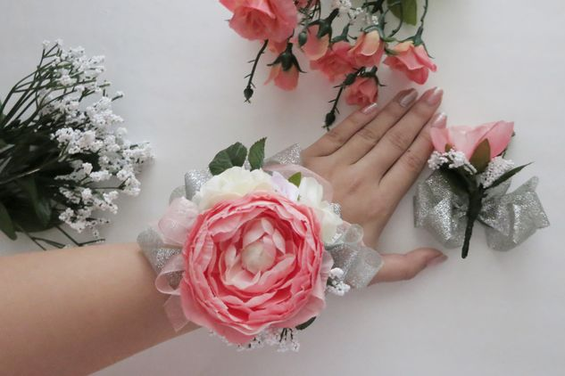 Vibrant vantage diy prom wrist corsage boutonnire prom corsage and boutonniere mightylinksfo