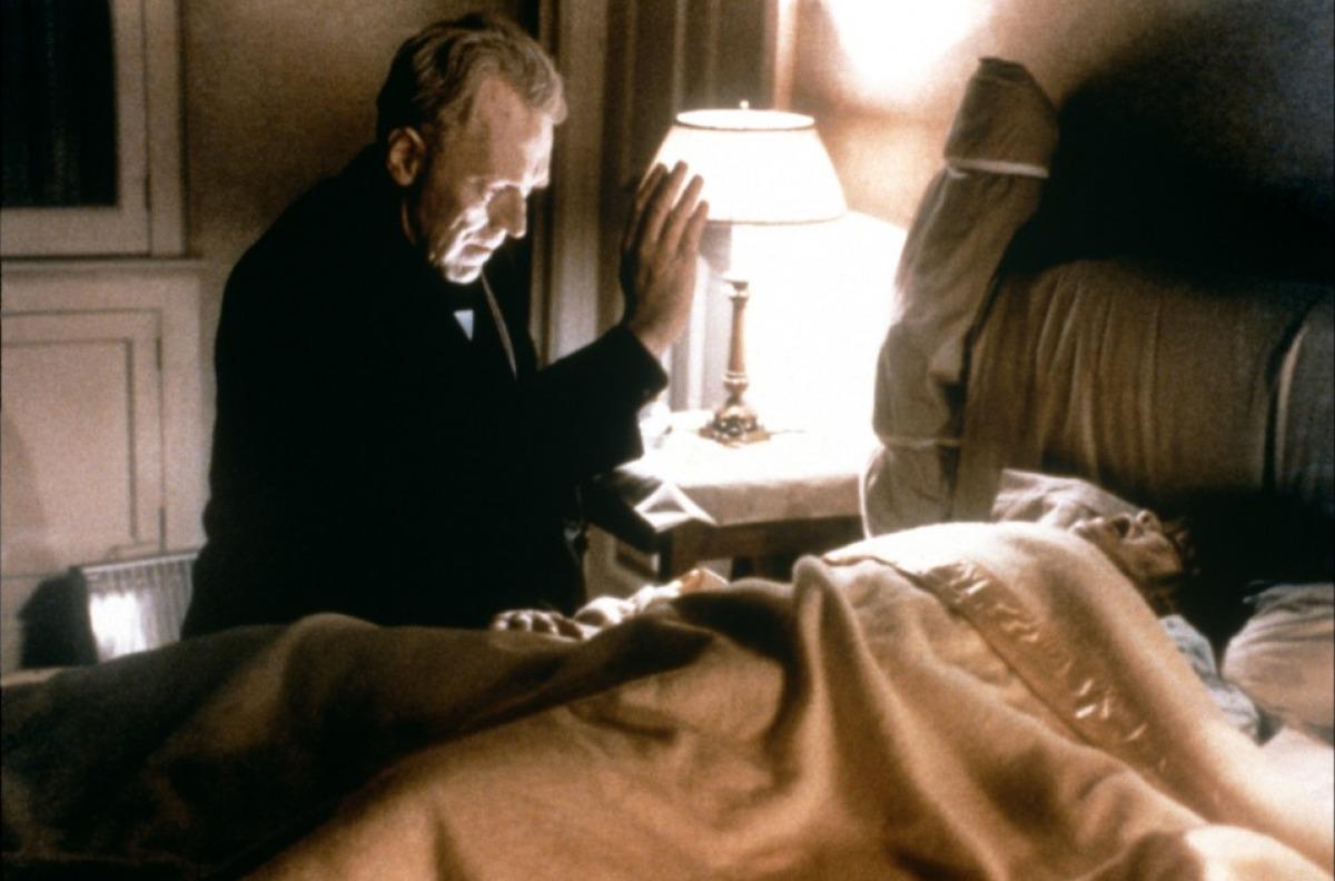 http://1.bp.blogspot.com/-xLyFapXEfxA/T_A8hUN47VI/AAAAAAAAUvY/OHSVrZHhHa4/s1600/exorciste-1973-14-g.jpg