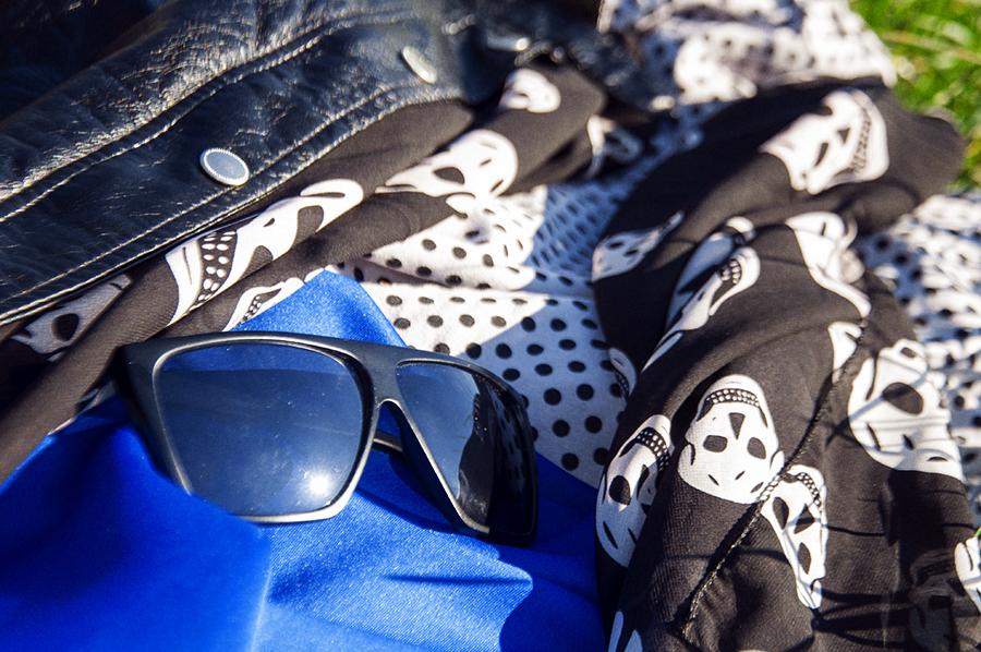 For Peet's Sake blog royal blue skirt polka dot top skull print scarf