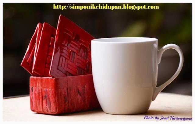 Kerajinan Tangan : Tatakan Gelas Kotak Merah Muda