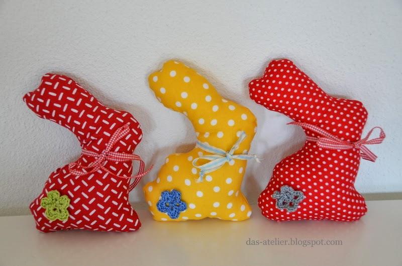 das atelier: ... die ersten Osterhasen wurden genäht ...