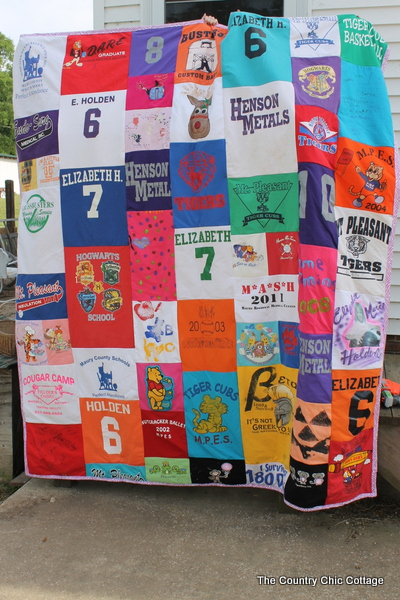Making a Quilt out of Tshirts for Graduation - The Country Chic ... : graduation quilt ideas - Adamdwight.com