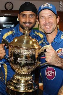 Harbhajan-Singh-Ricky-Ponting-Pose-with-Trophy-MI-Win-IPL-2013