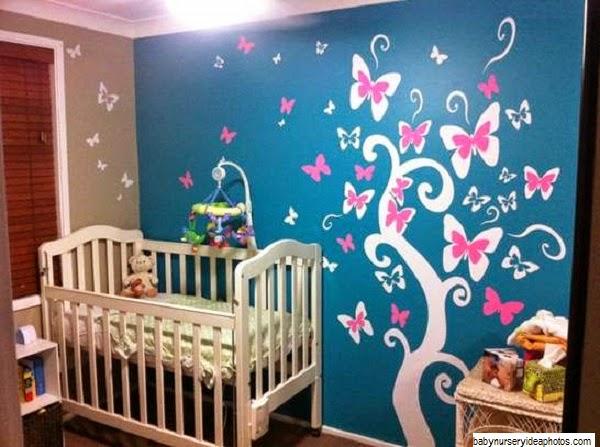 Jolie décoration chambre bébé fille papillon