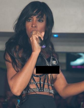 Kelly Rowland Wardrobe Malfunction