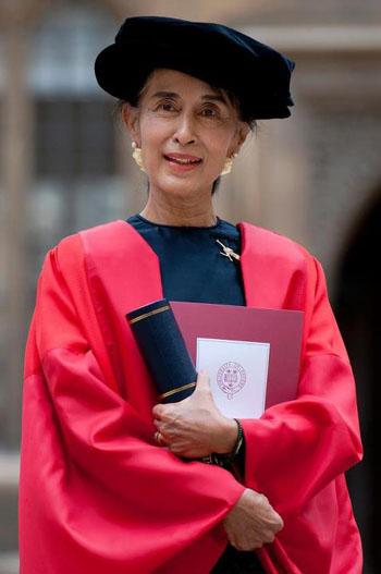 ဂုဏ္ထူးေဆာင္ ေဒါက္တာဘြဲ ့(Honorary Doctor of Civil Law)