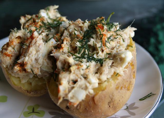 Ziemniaki pieczone z pastą z makreli