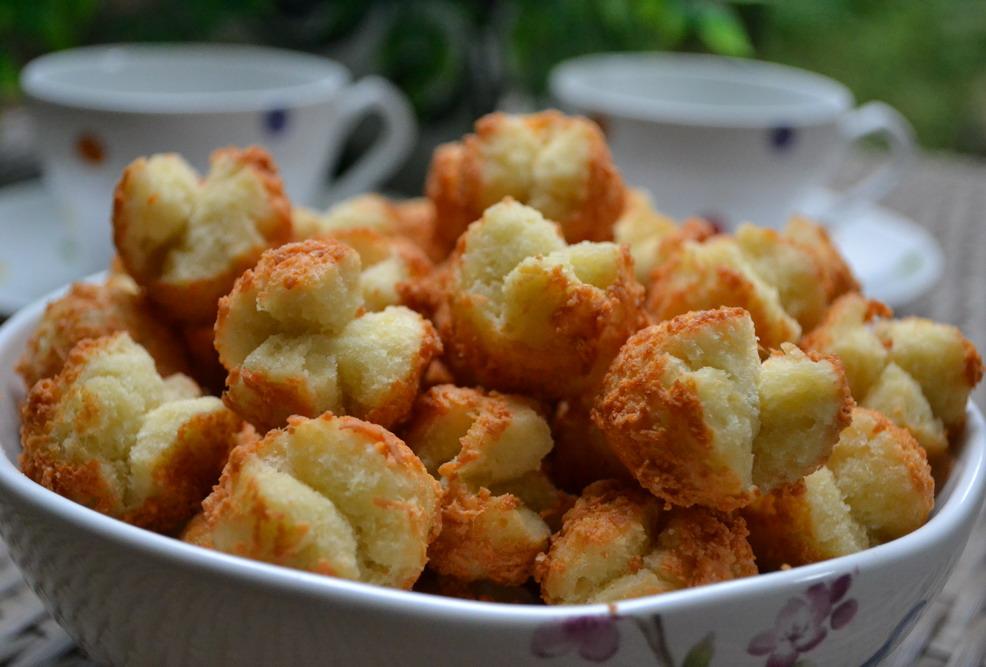Diah Didi's Kitchen: Onde Onde Ketawa Balut Keju
