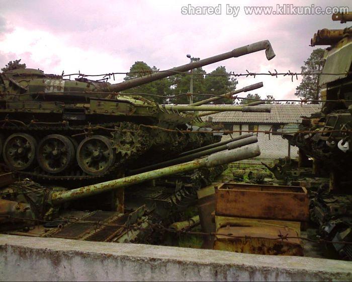 http://1.bp.blogspot.com/-xOHCfNyh3tk/TXIlZF5YObI/AAAAAAAAP3s/xj8xVX0SyI8/s1600/panzer_cemetery_in_kiev_03.jpg