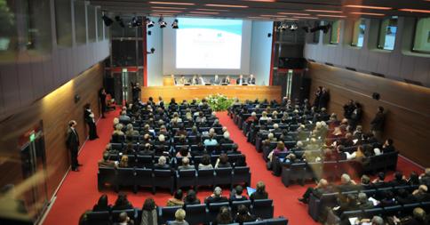 storia della lampadina : La sala da 300 posti nel prestigioso Centro Congressi di Torino ...