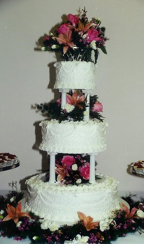 Filigree Designs for Cakes http://design-wedding-cakes-pictures.blogspot.com/2012/01/three-tier-wedding-cake-with-columns.html