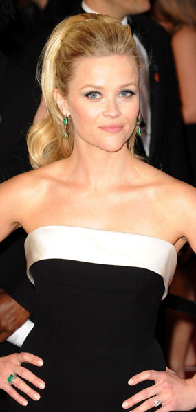 reese witherspoon oscars 2011 photos. Reese Witherspoon Oscar 2011