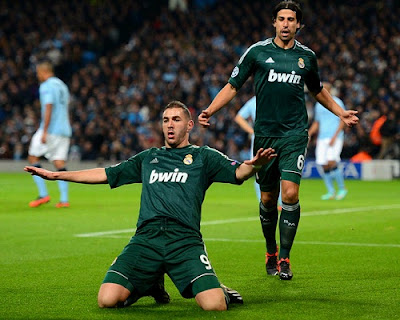 Khedira and Benzema celebrate the goal against Manchester City