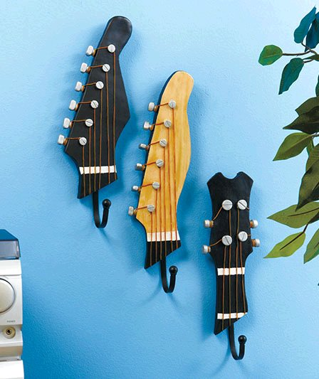 Dishfunctional designs the upcycled guitar for Garderobe decke