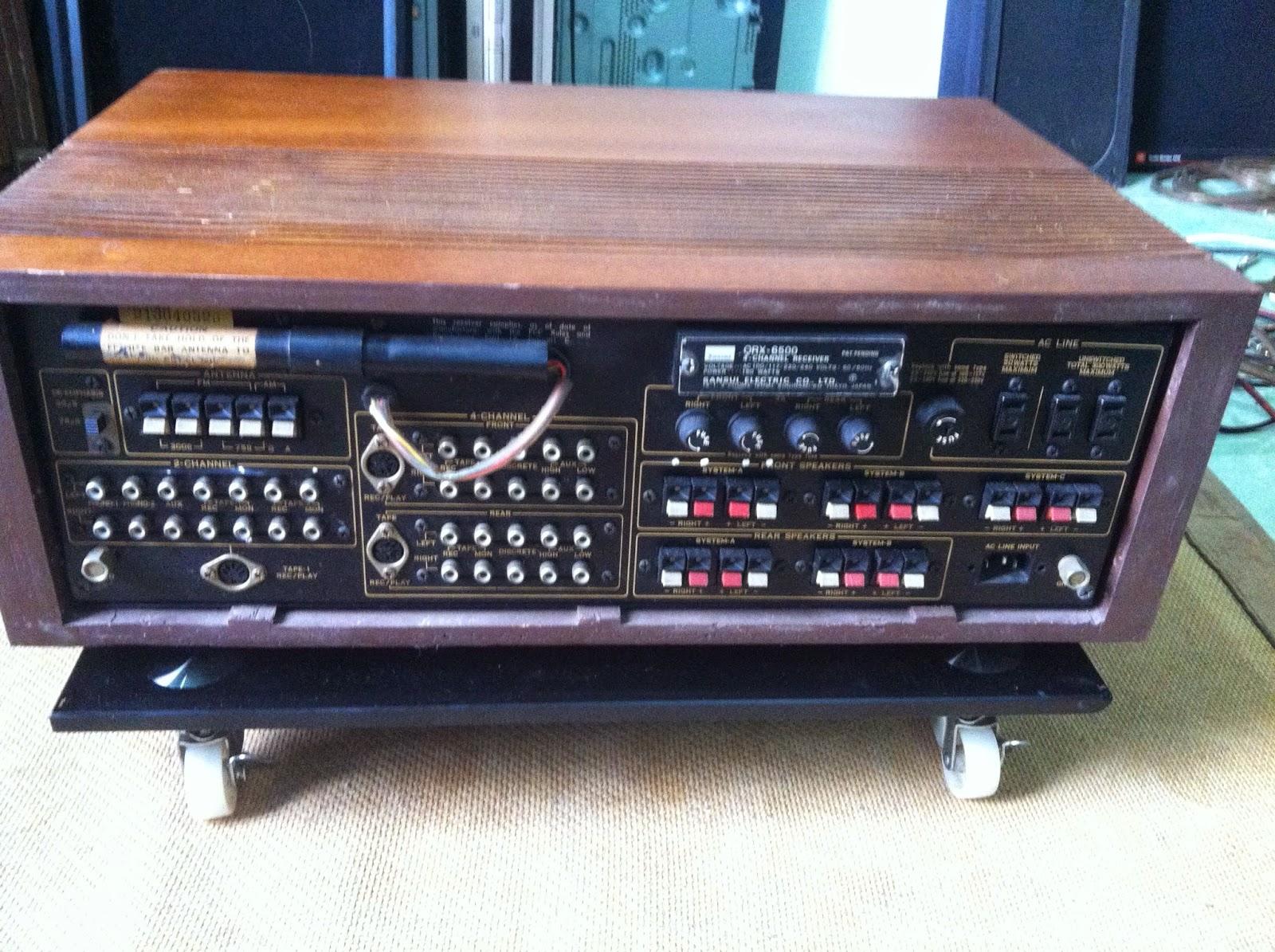Mặt sau sản phẩm Amply QRX-6500