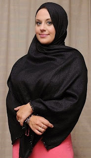 Mantan Model Seksi Pakaian Dalam Wanita Itu Akhirnya Memeluk Islam