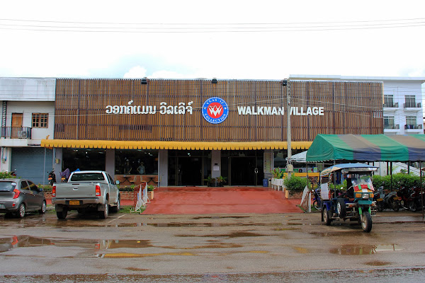 Shopping a Savannakhet (Laos) - village Walkman