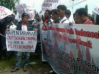 Pekerja Kontrak Petro Tuntut Kenaikan Upah