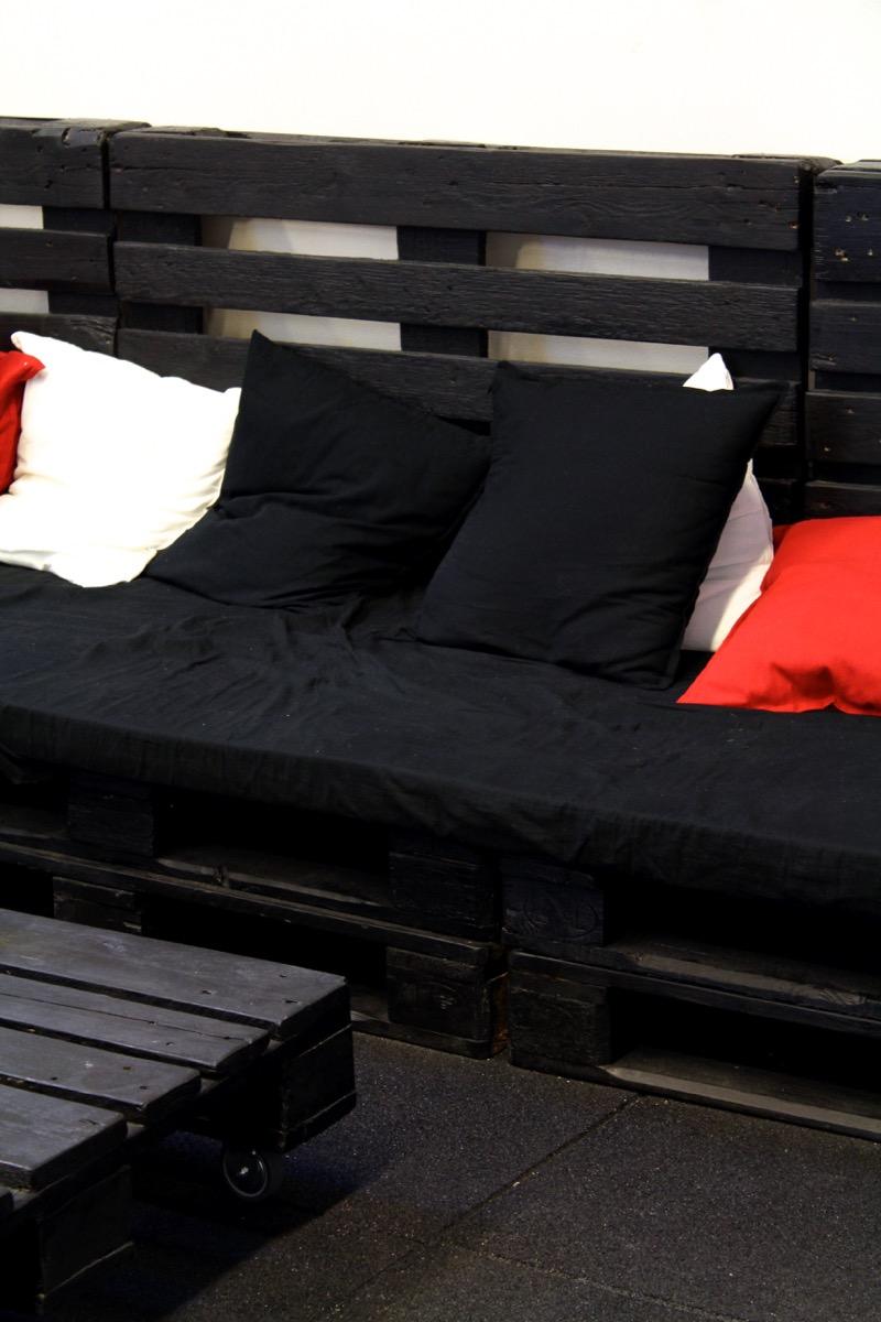puulavoista tehty sohva