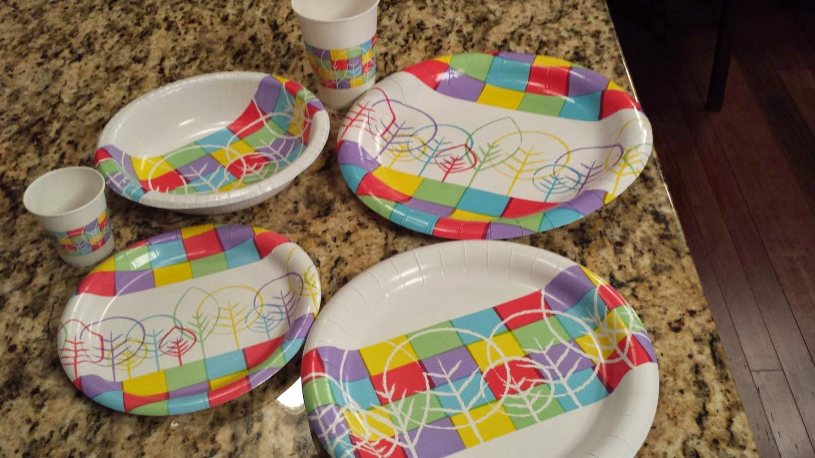 I\u0027m ready to whip up a macaroni salad and show off my really super cool new paper plates. & Lookin\u0027 Up: Designer Paper Plates