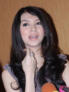 image 4d58cd07b3f35 0000355818 Donita Mengaku Masih Perawan ,Kumpulan Foto   Foto Seksi,Bugil,Hot Donita Terbaru  tahun 2011