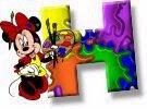 Alfabeto de Minnie Mouse pintando H.
