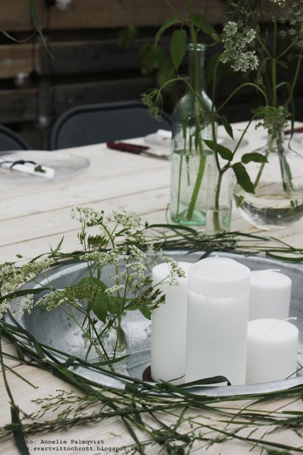 midsommar, midsommardukning, bordsdukning, lanternor på trädäcket, lanterna, träbord, utemöbler, diy bord, altan, altanen, patio, dukning, bordsdukning, 2015, sommar, blommor, gröna växter,  inrednding, inredningsblogg, bloggar, blogg, annelie palmqvist